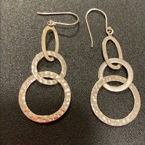 Jewelry - NWOT Silver hammered dangling earrings